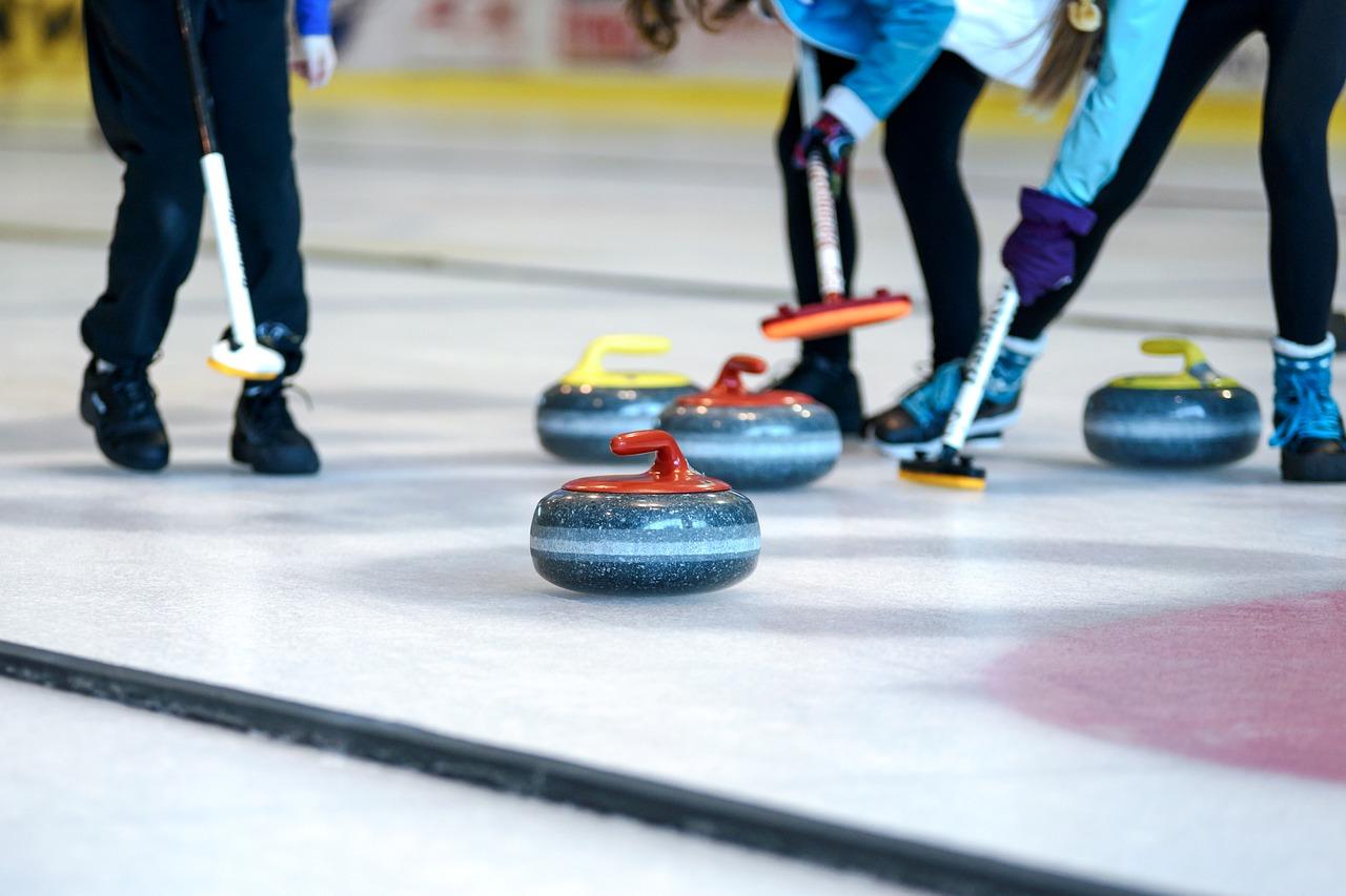 Curling nedir? Nasıl oynanır?